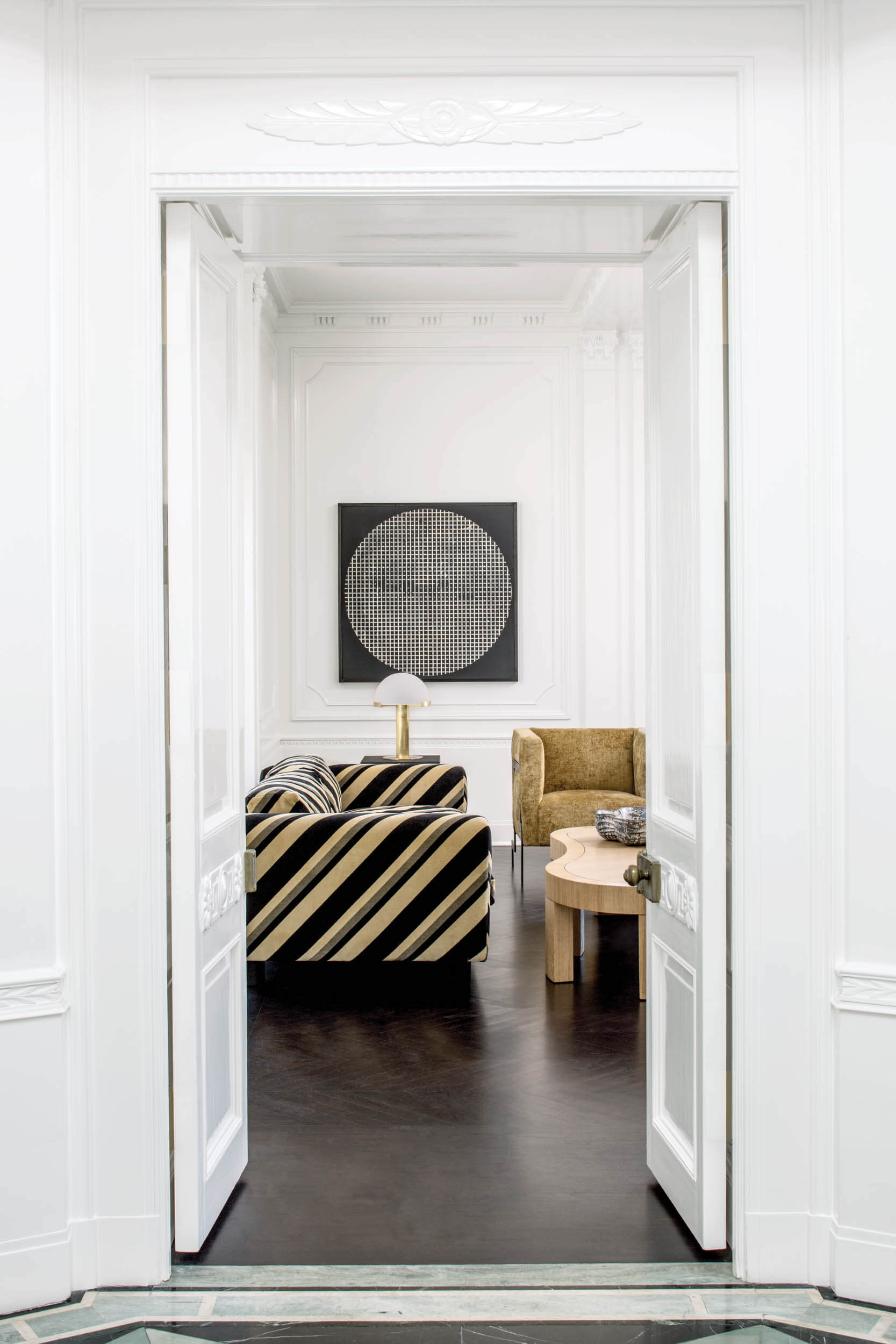 FAR-DURANT-SOFA-CHALKSTRIPE-WALL